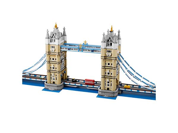 Die weltberühmte Tower Bridge ist eine neue Herausforderung für jeden Baumeister! Sie ist mit den legendären Türmen, funktionstüchtiger Zugbrücke und rotem Doppeldecker-Bus ausgestattet.