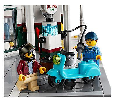 Corner Garage 10264 | Creator Expert | Buy online at the Official LEGO®  Shop GR