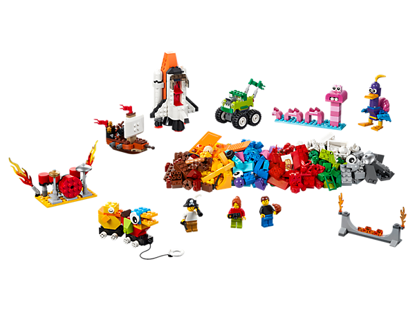 Inspire your child to discover new worlds, think bigger and be creative with this range of colorful LEGO® bricks, special elements and 3 minifigures.