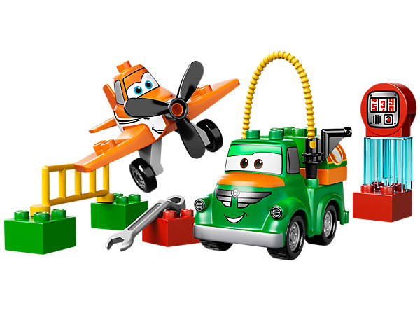 Help Dusty Crophopper train for the big LEGO® Disney Planes™ race with his best friend Chug at the fueling station with tools and more!