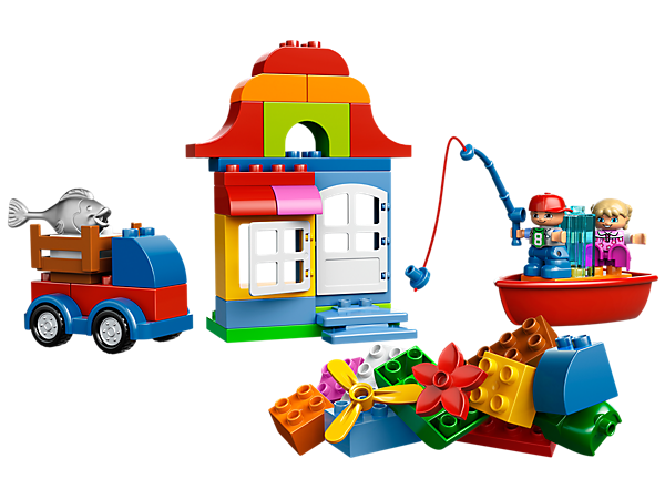 Start seaside building adventures with the LEGO® DUPLO® Creative Chest featuring a wagon base, boat, figures, a door, window, fish and more!