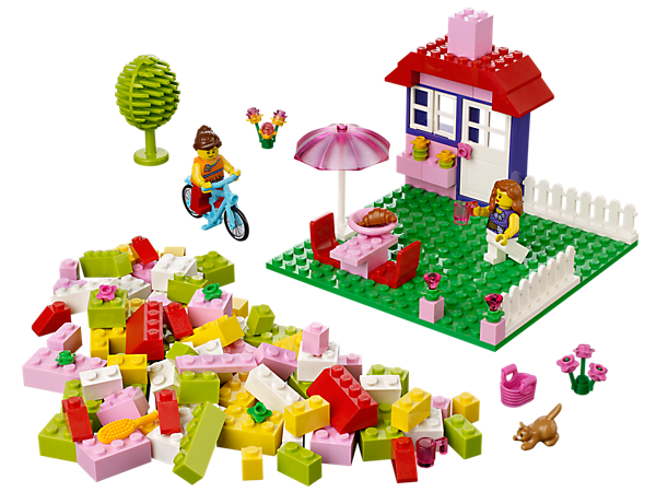 Enter a colorful world of Easy to Build models with the LEGO<sup>®</sup> Juniors House Suitcase with garden, mom, daughter, kitten, bicycle and more.