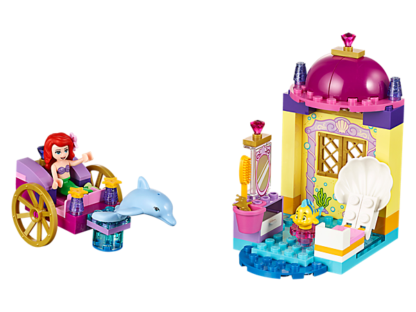 Prepare Ariel for her day and ride along with her and Flounder in her dolphin carriage, including underwater castle, mini-doll: Ariel, Flounder, dolphin and accessories.