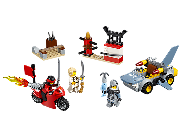 Use your new ninja skills to stop Great White attacking NINJAGO® City, with an Easy to Build training base, motorcycle and shark car, plus 3 minifigures.