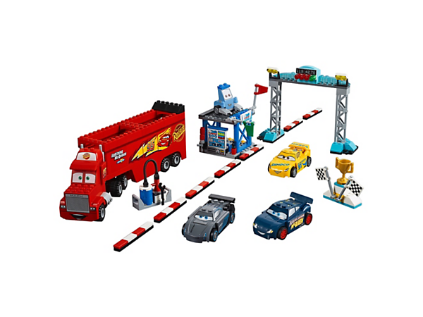Konkurrer med de bedste ved racerløbet Florida 500 fra Disney•Pixar Biler 3 med teamboss-stand, start/mål-portal, vinderpodie og 5 LEGO® Juniors biler, der er nemme at bygge.