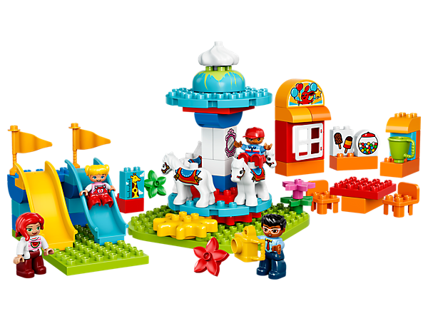 Oplev timevis af byggesjov og rolleleg i den sjove LEGO® DUPLO® familieforlystelsespark med drejelig karrusel med fire hestefigurer, bølgende rutsjebaner, billetkiosk og fire DUPLO figurer.