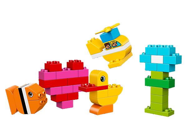 Rozvíjejte tvořivost svého malého dítěte díky této skvělé sadě základních LEGO® DUPLO® kostek. Vrtulník, rybička, květina, srdíčko - co asi dnes postaví?