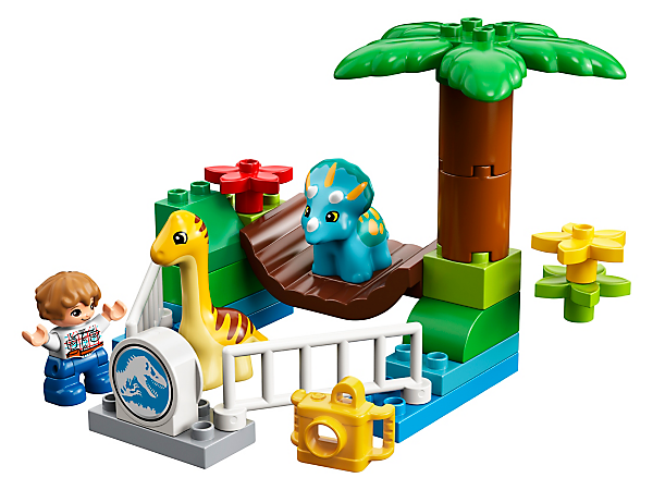 Young children will love to visit and feed the 2 baby dinosaurs at the Gentle Giants Petting Zoo and recreate scenes from Jurassic World with the Gray Mitchell LEGO® DUPLO® figure.