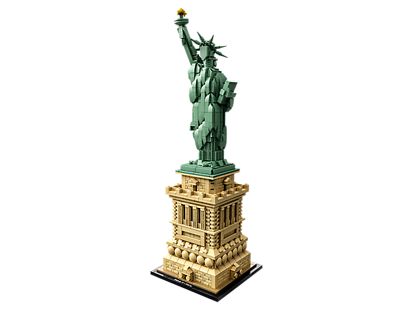 Bring a symbolic centerpiece to your home or office with this LEGO® Architecture interpretation of the Statue of Liberty, a perfect marriage of architecture and sculpture.