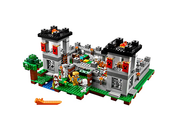Don your golden armor, grab your sword and defend The Fortress! This awesome easy-to-rebuild, modular model comes with a Steve minifigure, horse, sheep and 3 skeletons.