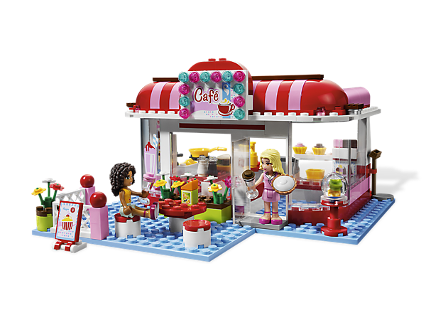 The City Park Café is the coolest place to hang out in Heartlake City, where the Friends meet for sweet treats and cold shakes in the sun!
