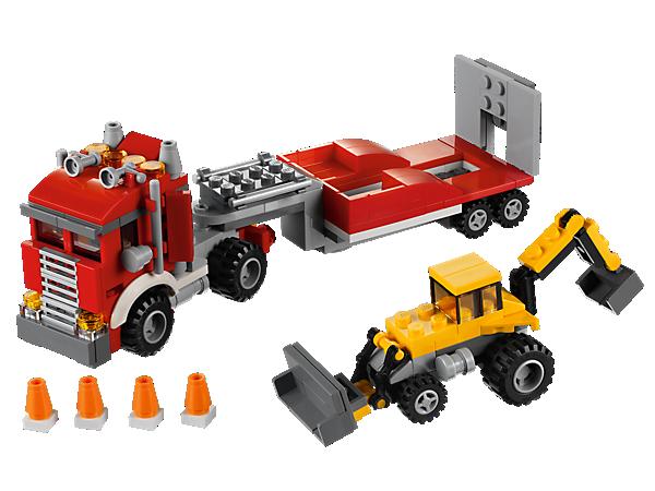 Décharge la pelleteuse du gros camion de chantier, puis mets-toi au travail ou transforme-le en nacelle élévatrice ou en transporteur hors route avec un buggy des dunes.
