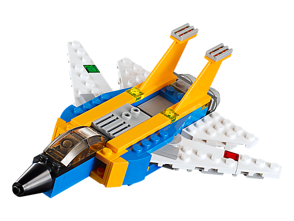 Reach lightning speed with the 3-in-1 Super Soarer, featuring twin stabilizers, air intakes, 2 engines and movable wings. Rebuilds into a futuristic jet or an airplane.
