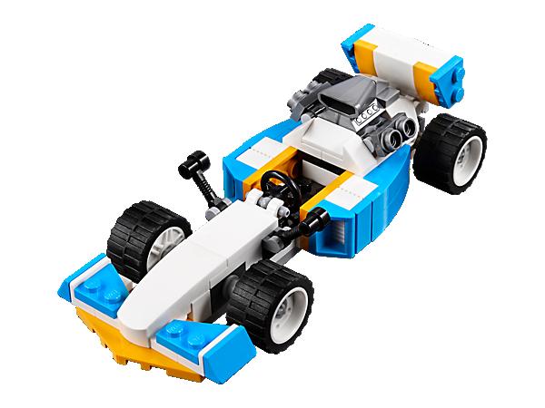 Nasaď tempo s touto sadou Extrémní motory 3 v 1, která obsahuje závodní auto s velkým motorem vzadu, bočními přívody vzduchu a široká kola s nízkoprofilovými pneumatikami. Lze přestavět na Hot Rod nebo rychlý motorový člun.