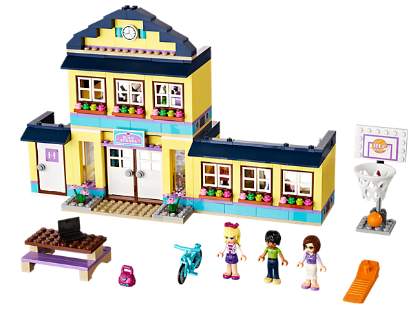 Enroll at Heartlake High for learning fun with the LEGO® Friends in detailed science and art classes, then play or paint in the schoolyard!