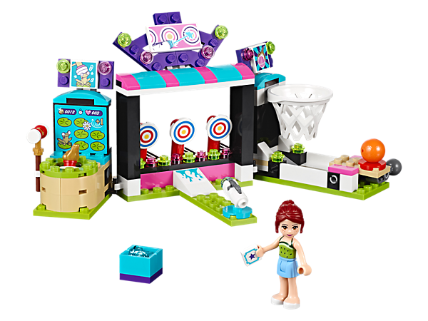 <p>Try your luck at the 3 arcade games with special functions: a basketball hoop with lever launch, target shooting with projectile and whack-a-frog. Includes a mini-doll.</p>