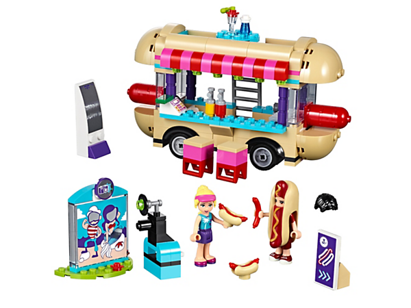<p>Grill and serve hot dogs from this van with a rooftop dining area, opening roof, a carnival cut-out stand, camera with photo function, distorted mirror and 2 mini-dolls.</p>