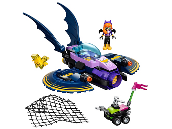 Help Batgirl™ take back her stolen ePad, featuring the Batjet with stud shooters and a net shooter, plus a yellow Kryptomite™ on its buggy, plus a mini-doll figure.