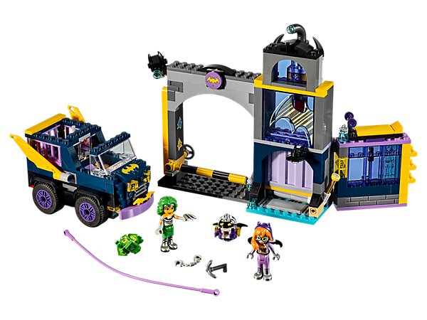 <p>Help Batgirl™ and her Bat-Bot defend her bunker and recover the microchip from Mad Harriet™ and the Kryptomite™, featuring 2 levels, zipline and a 'flying' Bat-Wagon.</p>