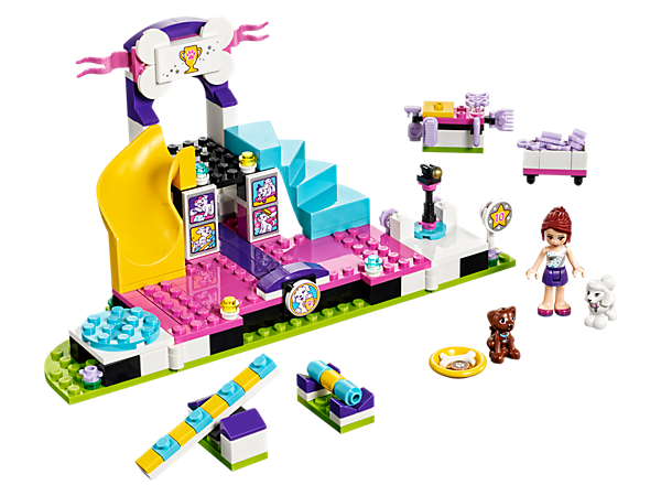 Have fun with Mia's two lovable pups at the LEGO® Friends Puppy Championship with a stage, judging platform and moving obstacles—who will be the winner?