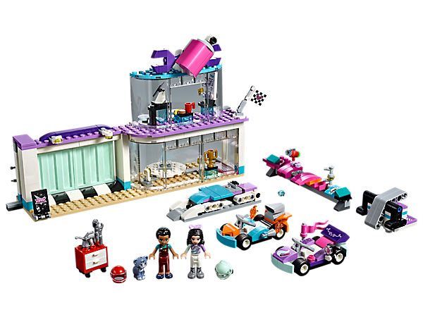 Build, rebuild and customize 2 cool go-karts at the Creative Tuning Shop with revolving floor, sliding door, office, lifting workshop platform and lots of customization elements.