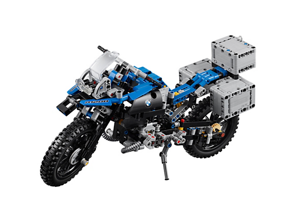 Create the iconic lines of the BMW R 1200 GS Adventure with this highly detailed 2-in-1 LEGO® Technic model, including an array of authentic features and functions.