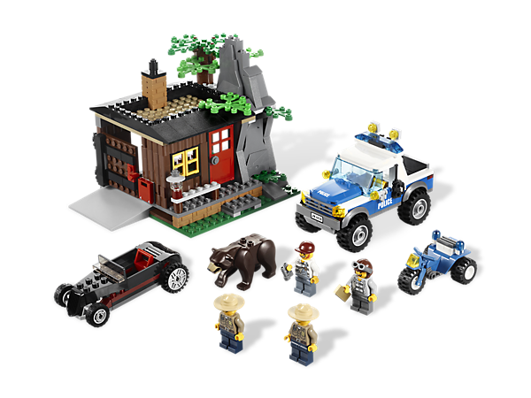 It's a vehicle and accessory-packed showdown in the deep woods when the police discover the secret Robbers' Hideout...but beware of bears!