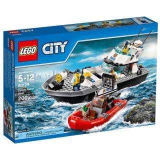 Le bateau de patrouille de la police