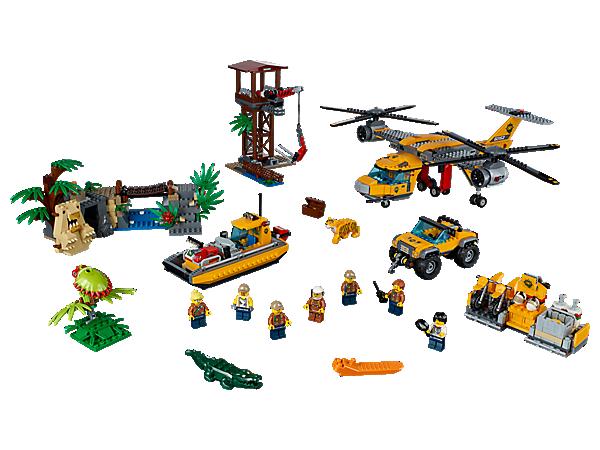 Bring udstyr ud med junglenedkastningshelikopteren med klemmesystem, arbejdstårn, flodbåd og syv minifigurer samt tiger, krokodille og to edderkopper.