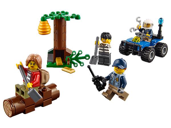 Schnapp dir die Handschellen und nimm die Verfolgung der Räuber auf. Mit Polizei-Quad, Funkgerät und Kette, Baumversteck mit Platz für die Beute, Bienenkorb und 4 Minifiguren.