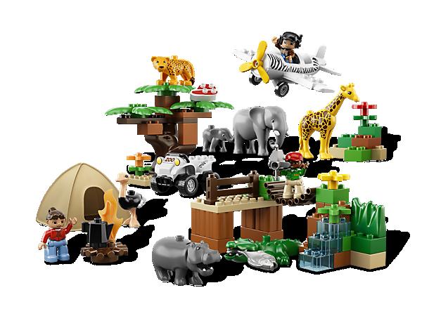 Begib dich mit den 8 Tieren, 2 Fahrzeugen, 3 DUPLO Figuren und jeder Menge Zubehör auf spannende Safari!