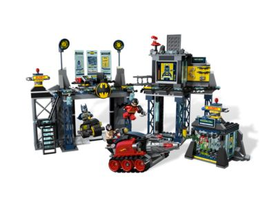 The <i>Batcave</i> - 6860 | DC Comics™ Super Heroes | LEGO Shop