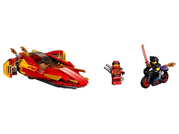 Begleite Kai, um in seinem Boot, dem Katana V11, Luke Cunninghams Straßenmotorrad hinterherzujagen. Das Katana V11 kann in den Hochgeschwindigkeits- oder Action-Modus schalten und verfügt über verborgene Shooter mit Federmechanismus. 2 Minifiguren gehören ebenfalls zum Set.
