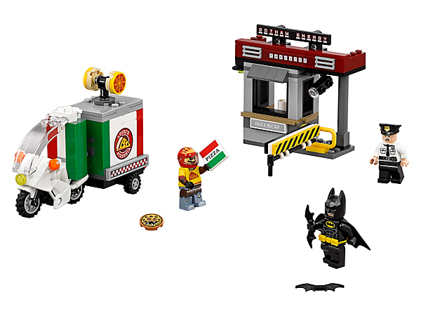 Help Batman™ intercept Scarecrow's pizza delivery bike with pop-out sides and fear gas canister. Also includes a security booth with boom barrier and three minifigures.