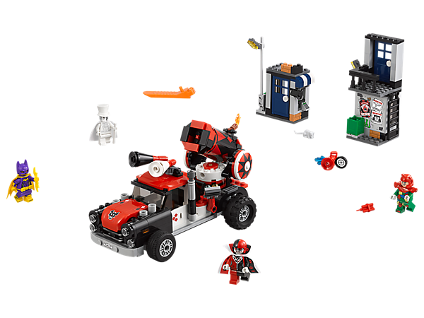 Battle with Batgirl™ against Harley Quinn™ Cannonball Attack in this action-packed set, featuring a truck with a Harley Quinn minifigure-shooting cannon, 2 mini builds and 4 minifigures.