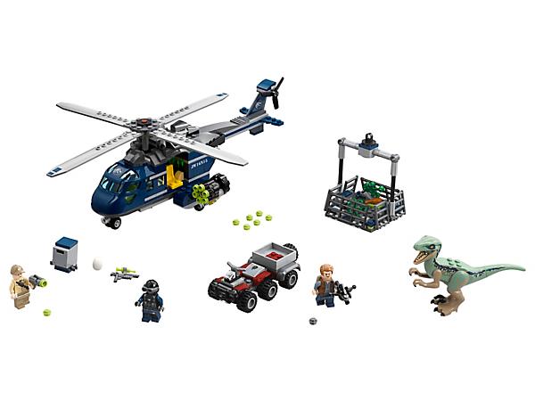 C'est parti pour le sauvetage de Blue dans une course-poursuite audacieuse, impliquant un hélicoptère avec hélices rotatives, une cage pour dinosaure, un quad, 3 figurines et un Vélociraptor.