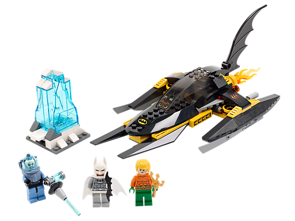 Speed to the rescue with white Arctic Batman™ in the Batboat and save Aquaman from the icy grip of Mr. Freeze, before he's frozen solid!