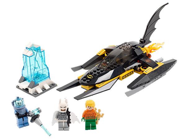 Düse mit Batman™ in seinem Batboat zu Aquaman und befreie ihn aus der Gewalt des eisigen Mr. Freeze!