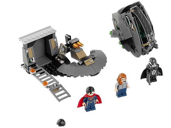 Protect Lois as she makes an escape-pod getaway from General Zod and the Black Zero ship with LEGO™ DC Universe Super Heroes Superman™!
