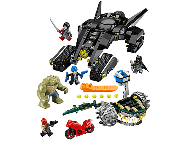 <p>Evade the movable jaws and tail of Killer Croc's Battle Chomper with Batman's Bat-Tank, featuring a ram weapon and 6-stud shooter. Includes 4 minifigures and a big figure.</p>