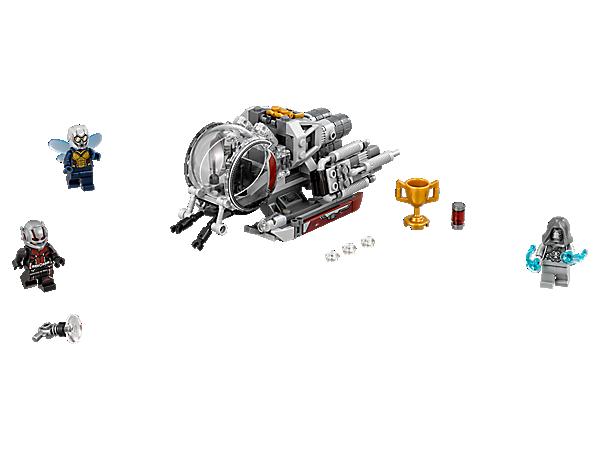 """Flieg mit The Wasp und Ant-Mans Quantenfahrzeug los, um es aus der Luft mit Ghost aufzunehmen. Das Modell verfügt über Shooter, verstellbare Triebwerke und Insektenarme, zudem enthält das Set """"Erforscher des Quantenreichs"""" 3 Minifiguren."""