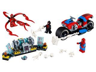 Spider-Man a záchrana na motorke