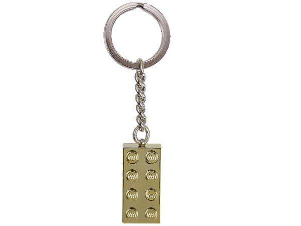 Díky LEGO Přívěsku na klíče se zlatou kostkou 2x4 na pevném kovovém kroužku s řetízkem můžeš kostku LEGO® zlata nosit všude s sebou.
