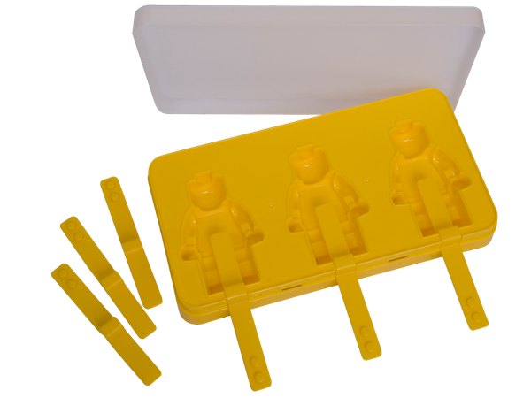 Chill out anytime with this fun, washable plastic mold that makes three LEGO® minifigure-shaped ice lollipops. Also comes with three extra sticks.