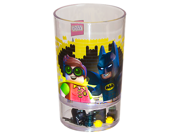 Take a sip from THE LEGO® BATMAN MOVIE Batman™ Tumbler, featuring a Batman and Robin™ print on transparent plastic and LEGO elements in the sealed base.