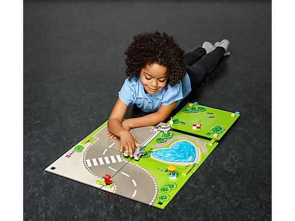 Show off your LEGO® Friends collection on this Heartlake City Playmat, and create new stories with the girls from Heartlake City every day.
