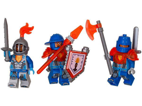 Pošlete posily! Vylepši svou armádu s těmito hrdinskými vojáky, mocnými zbraněmi a dalšími doplňky. Obsahuje 3 minifigurky a štít, který lze naskenovat.