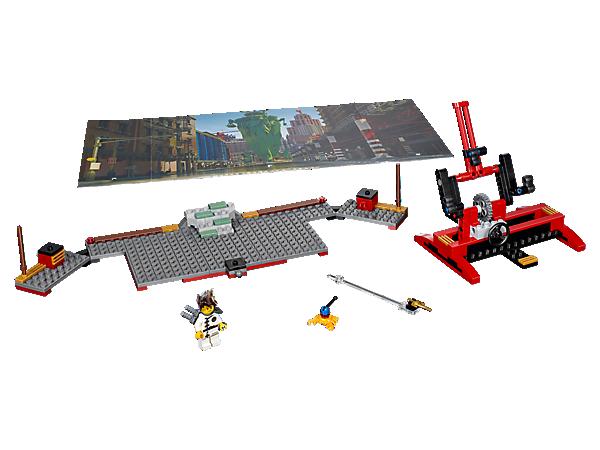 Deviens réalisateur de film avec l'Ensemble Movie Maker NINJAGO®, comprenant un arrière-plan à deux faces, un décor LEGO® à construire, divers accessoires et une figurine de Kai.