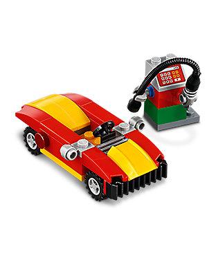 Febbraio  Minibuild - Auto e distributore
